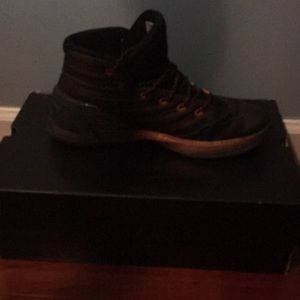 I am selling the curry 3s